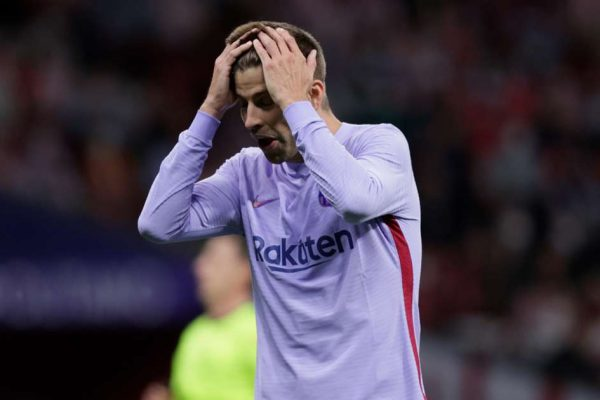 Pique admits Barcelona have many problems within the team